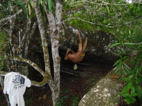 boulder Caverna do Morcego V5-V6 km 113 - Presidente Figueiredo - AM